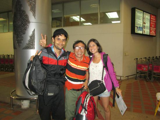 Baanlek Home Stay: Foto con el dueño del hostel, que nos fue a dejar al aeropuerto.