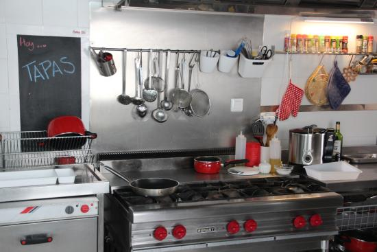 Cooking Olé: immaculately clean kitchen