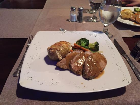Otocuma Bar & Restaurant: Pork loin with baked potato and veggies