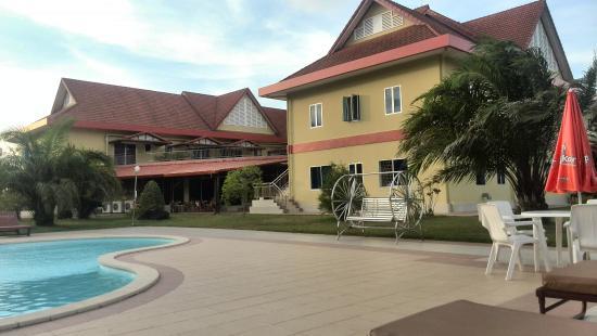 Don Bosco Hotel School: Great pool, great restaurant!