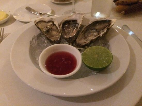 Le Bordeaux: Fresh French oysters