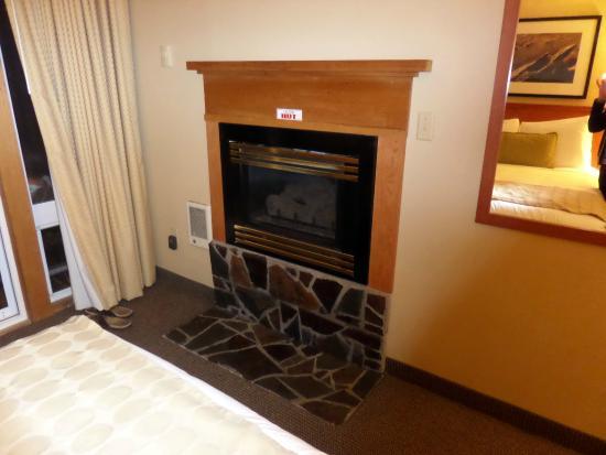 The Wayside Inn: Gas Fireplace