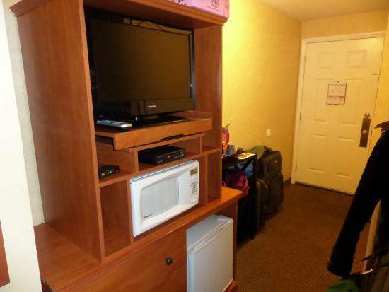 The Wayside Inn : TV, Microwave and Refrigerator in the room. Also handicapped railings in the shower.