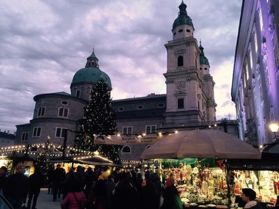 touristinfo am weihnachtsmarkt bild von salzburger. Black Bedroom Furniture Sets. Home Design Ideas