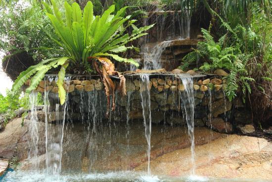 Fair House Beach Resort U0026 Hotel: Kleiner Wasserfall Am Pool
