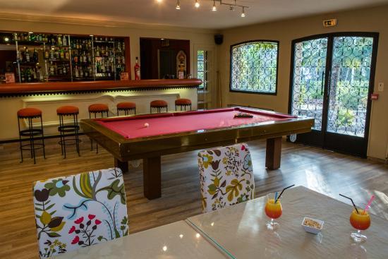 San Pedro : Bar lounge, billard accès libre