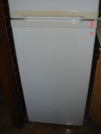 Picasso Apartments: Old fridge