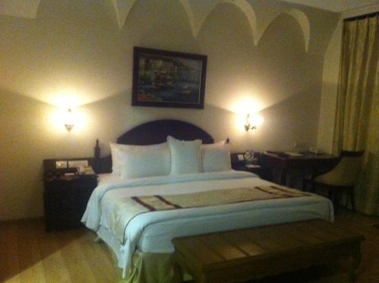 WelcomHotel Bella Vista: Bed view