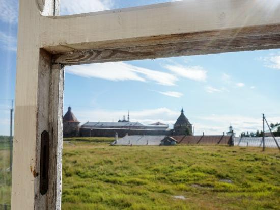 Solo Hotel : Соловки - Соло - вид из окна на монастырь