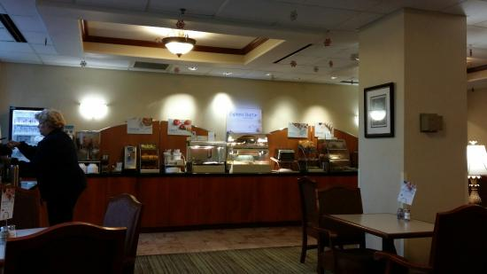 Holiday Inn Express Walterboro: Free Breakfast, with a very nice attendant.