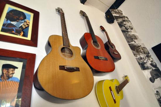 Migrante Guesthouse : Musical influence - Image copyright Brian Heagney
