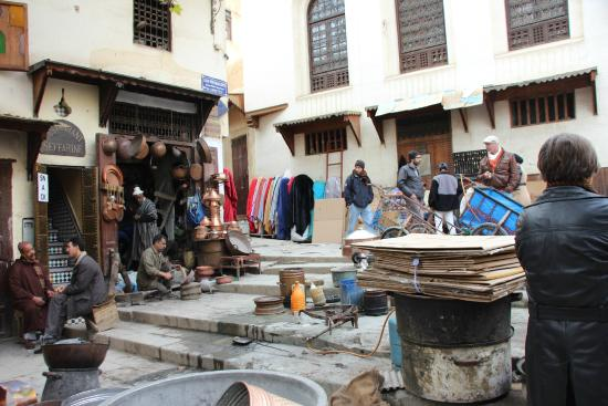 Place Seffarine: Der Platz und seine Handwerker
