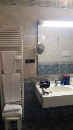 Hotel al Pino Verde: большая ванная комната
