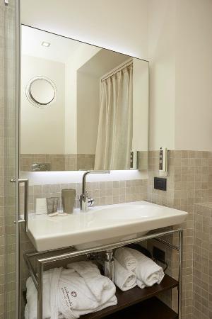 Hotel La Genzianella : Bagno con doccia