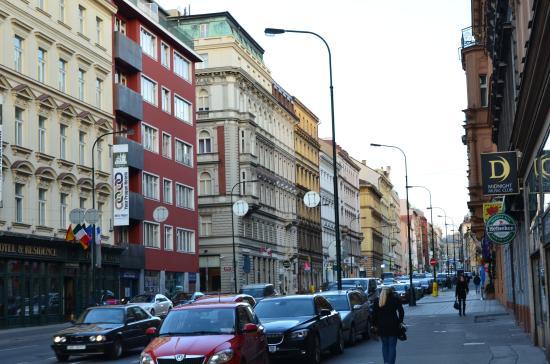 Hotel Suite Home Prague: Žítná street just outside