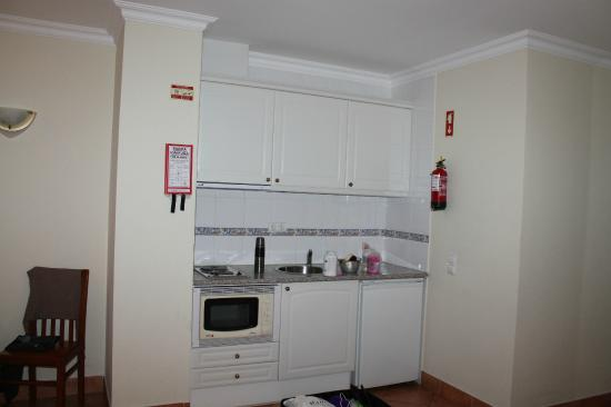 Canavial I & II Apartments: Кухня
