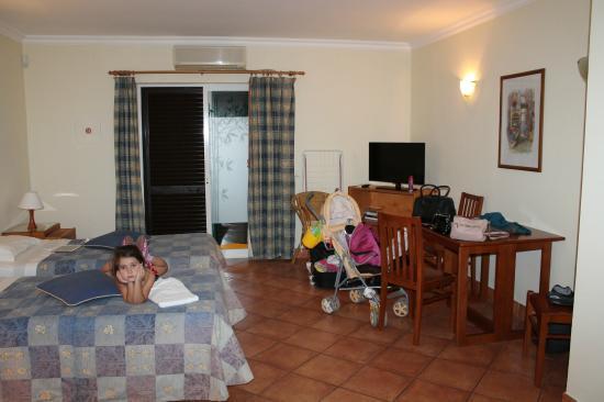 Canavial I & II Apartments: Номер