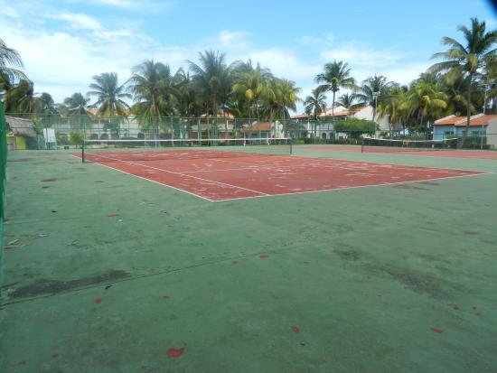 Terrain de tennis - Picture of Sol Cayo Guillermo, Cayo Guillermo ...