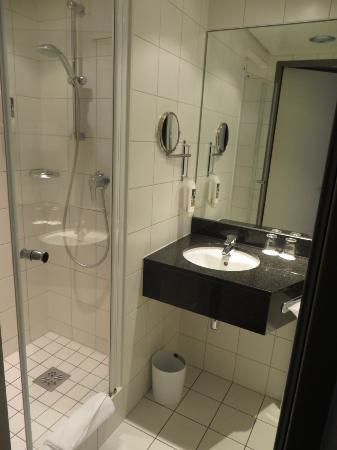 Mercure Hotel Berlin City: Bagno camera doppia