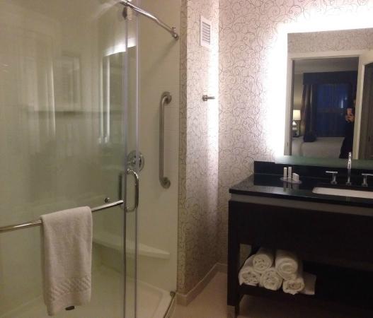 Residence Inn Boston Needham: bathroom