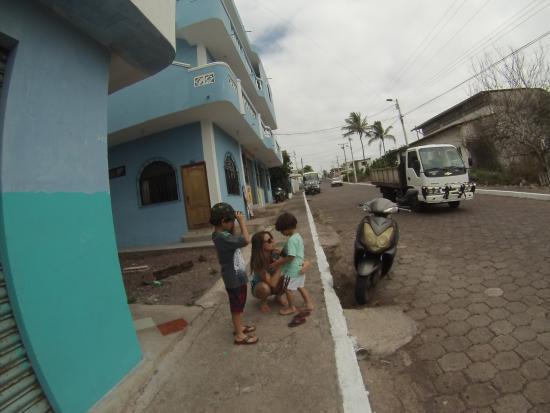 Galapagos Eco Friendly : foto da rua do Hostel
