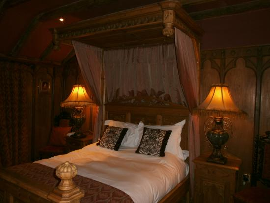 Wolds Village: Beautiful bed