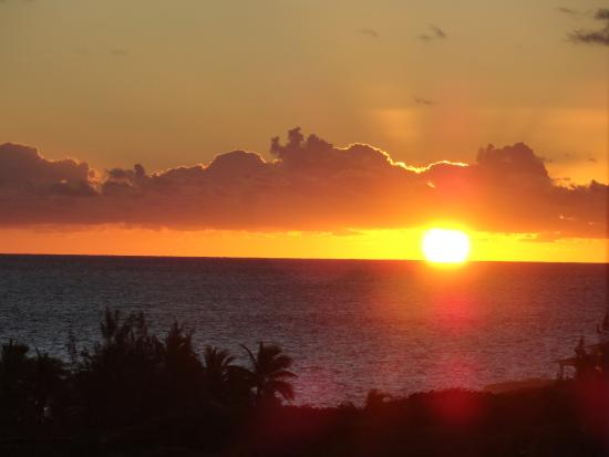 Stella Maris Resort Club : Sunrise from the Room
