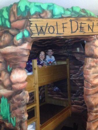 Great Wolf Lodge: Kids loved the Wolf Den room!