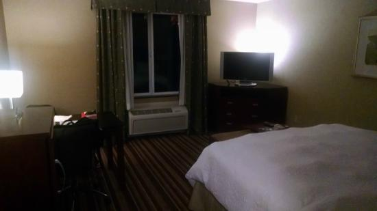 Hampton Inn & Suites - Merced: King bed room missing a lounge chair to watch TV