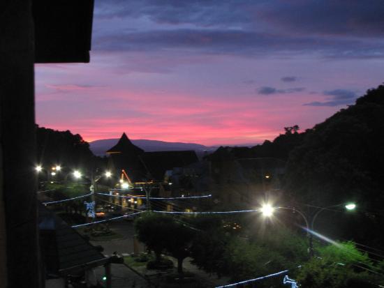 Del Volcán Apart Hotel : por do sol