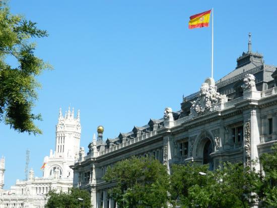 Banco de espa a y al fondo palacio de cibeles por calle for Calle del prado 9 madrid espana