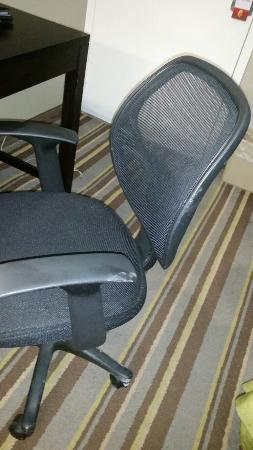 Super 8 Tupelo Airport : Chair had mud
