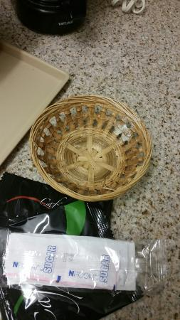 Super 8 Tupelo Airport : Have look at coffee basket.