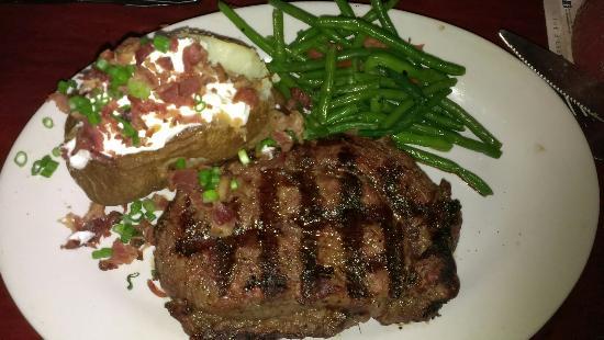 Tahoe Joe's: Looks great, but the steak lacks flavor