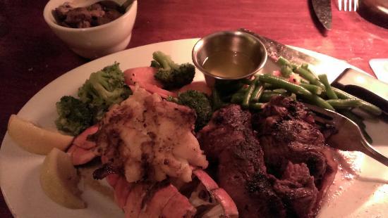 Tahoe Joe's: Great tasting lobster, decent filet.