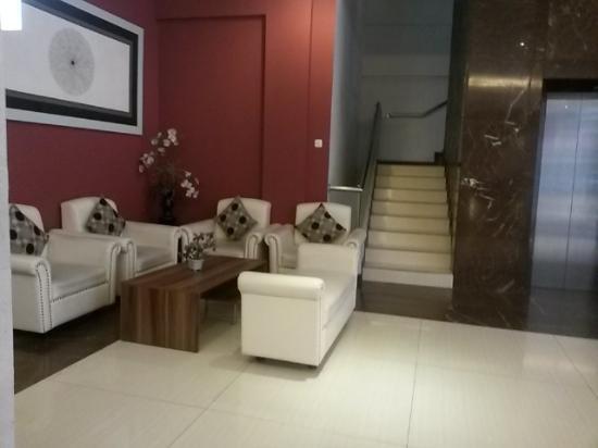 Promenade Hotel: lobby hotel yang berada di lantai 2