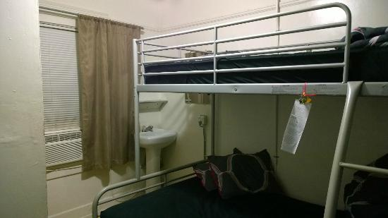 USA Hostels Ocean Beach: Private Room, 1st floor.  Loud at night, window covered outside so it's dark.