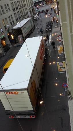 Hotel Savoy Bern: Valse des camions à partir de 4h du matin
