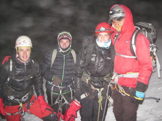 Tierra Zero Tours: Los tres amigos con Raúl, uno de nuestros guías.