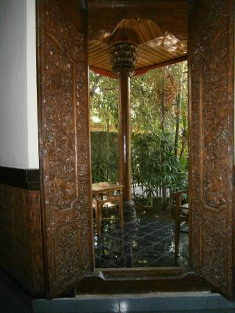 Sukun Bali Cottages: looking outside