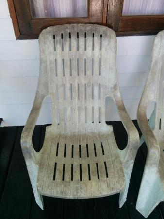 S-Beach Resort: Plastic patio chair