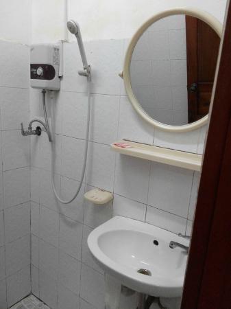 Villa Aphay Guest House: Villa Aphay - bathroom