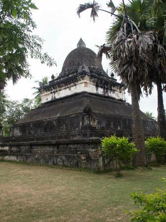 Vat Visounarath : Wat Visounarath - stupa