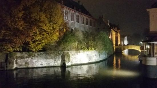 Hotel Boterhuis: Bruges at night