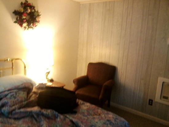 The Irish Cove Motel : Room #7 chair