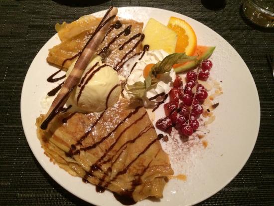 Steakhouse & Restaurant Argentina: Crepes mit Caramel und Vanilleglacé - okay, schön garniert aber der Apfelkuchen ist tausend mal