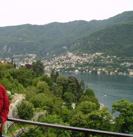 Hotel Ristorante G.L.A.V.J.C.: Vista del Lago di Como desde la terrazadel Hotel Glavjc en Torno