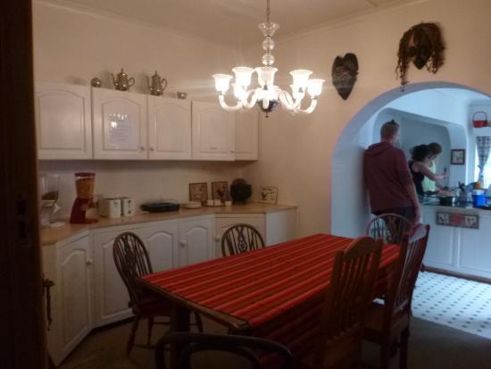 HomeBase Knysna : kitchen
