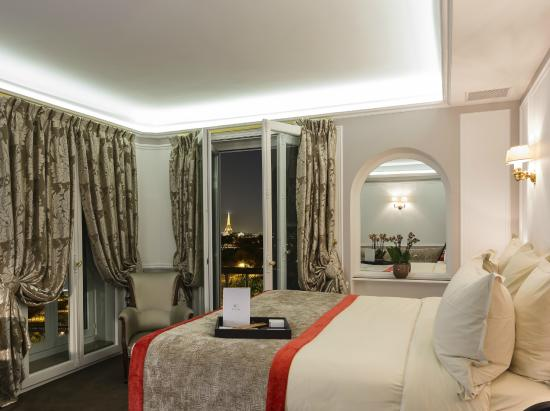 Regina Hotel: Eiffel Tower Junior Suite