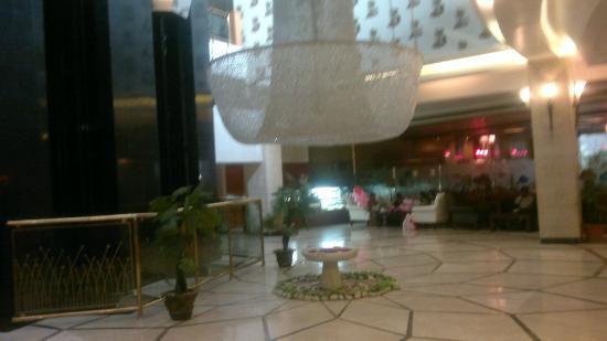 Hotel Babylon Inn: The Lobby